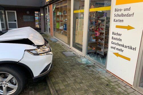 Verkehrsunfall – PKW in Haus