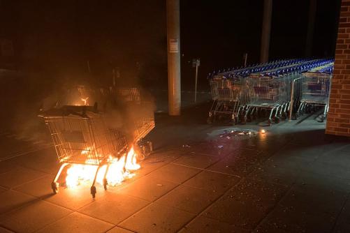 Brand mehrerer Einkaufswagen